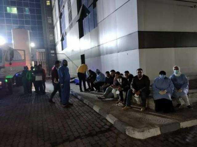 بسبب نقص الأكسجين : نقل 33 مصابا بكورونا إلي مستشفي المبرة ببورسعيد