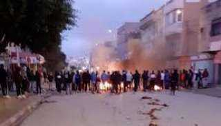 تفاقم أزمة الشعب التونسي والحكومة