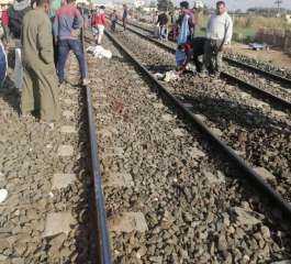 قطار يدهس 3 شباب أثناء عبورهم شريط السكة الحديد