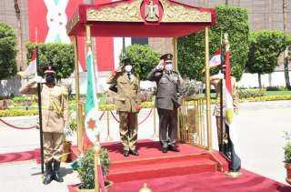 الفريق/ محمد فريد يلتقي رئيس قوات الدفاع الوطني البوروندي