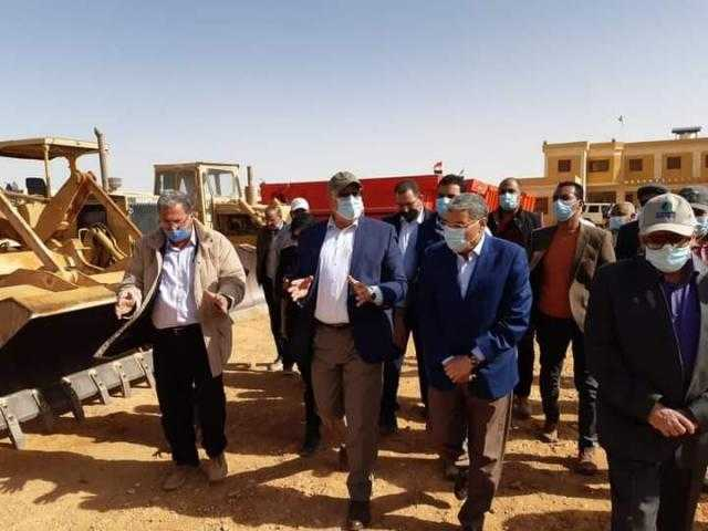 وزير الزراعة ومحافظ المنيا يتفقدان مشروع استزراع 20 ألف فدان بمنطقة غرب المنيا