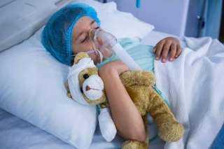 مضاعفات خطيرة.. 10 أعراض للموجة الثالثة لـ كورونا عند الأطفال