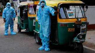 """""""التوكتوك"""".. سيارة إسعاف بالهند لنقل مصابي كورونا.. شاهد"""