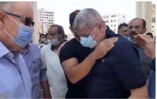 انهيار أحمد شوبير أثناء تشييع جنازة شقيقه الأصغر