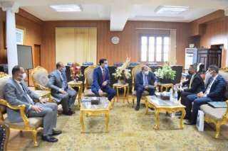 رئيس جامعة بنى سويف يستقبل وفد السفارة العراقية